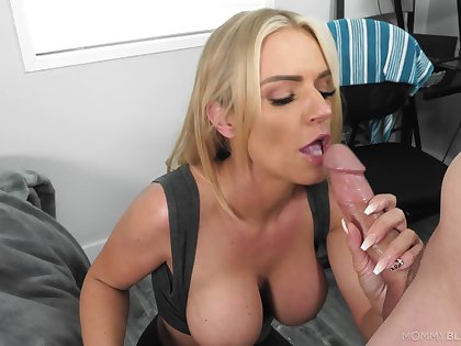Blonde mom gets the taste of a young dong