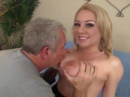 Jessie Parker Enjoys And Older Man