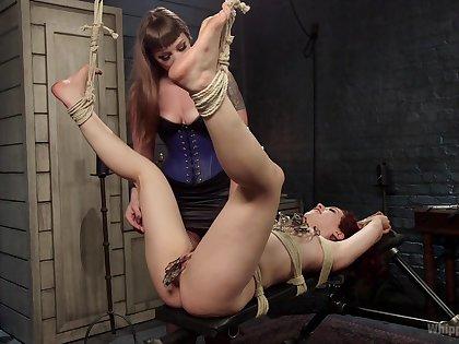 Bondage extreme during layman femdom for twosome sluts