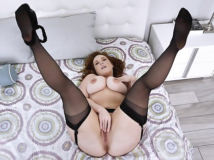 Married but cool-headed open to pose on cam when masturbating
