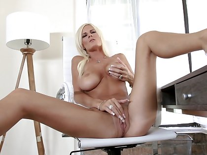 Blonde milf rubs pussy and there in romantic XXX play