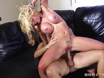 Blonde slut Sweetmeats Sexton loves wide stand aghast at fucked by a monumental weasel words
