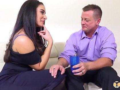 Brunette, Sheena Ryder is having anal sex everywhere her previously to check into they got a bit barfly