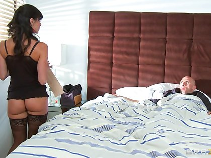 Horny mature wife Kendra Lust wakes him all round with a nice blowjob