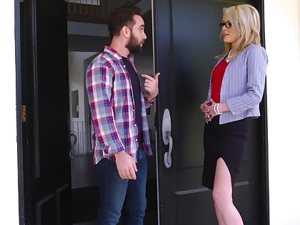 Mom's best friend Tiffany Fox turned to be very hot and gormandizing