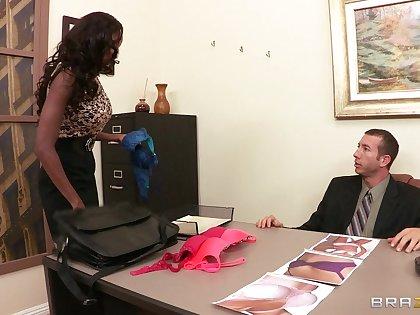 Knavish beauty Diamond Jackson trained overwrought a liberal white dick