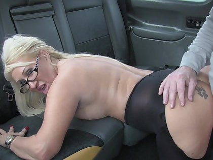 Hot taxi sex for accidental upstairs maid and peaches slut Mia Makepeace