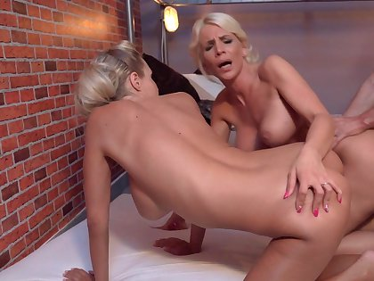 Stunning triple shows the blondes go wild