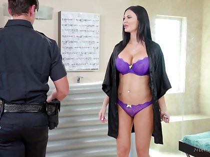 Big breasted MILF masseuse gives a cop a happy ending as a cleverness