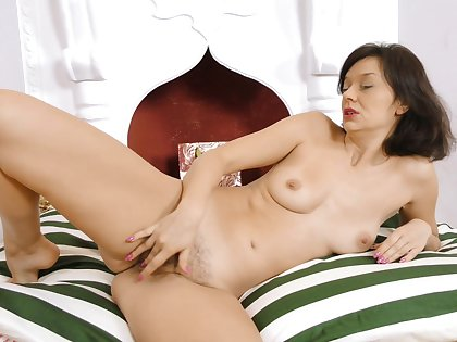 Homemade video be proper of mature slut Angel A playin with her cunt
