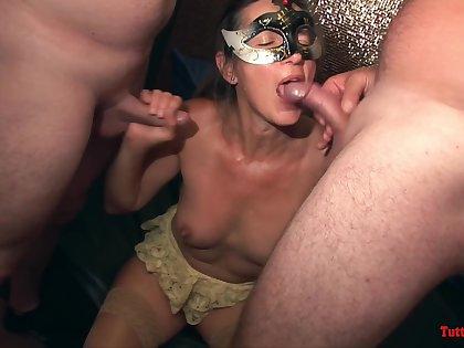 TuttiFrutti - Sexy matures aloft swinger orgy