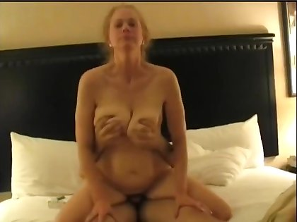 Nymphomaniac Mature Housewife Cuckolds Hubby Homemade Sex