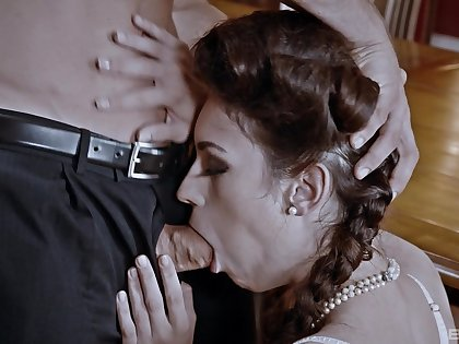 Gagged beauty wants apropos swallow and preferred will not hear of tits with jizz
