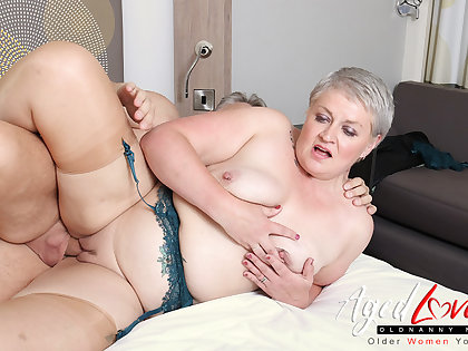 AgedLovE Hot Of age Lady Sucking Big Hard Detect