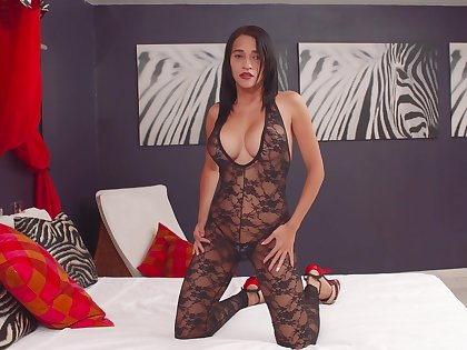 Desirable brunette Lisabella Aguilar pleasures her cunt on the purfling limits