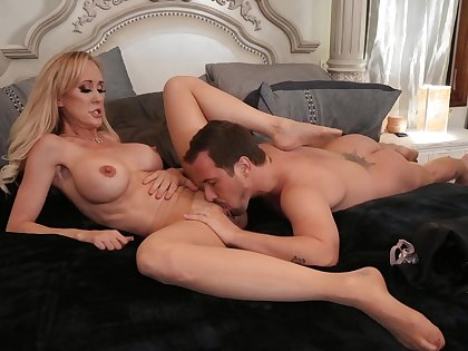 Little shaver pleases busty of age with crazy fucking