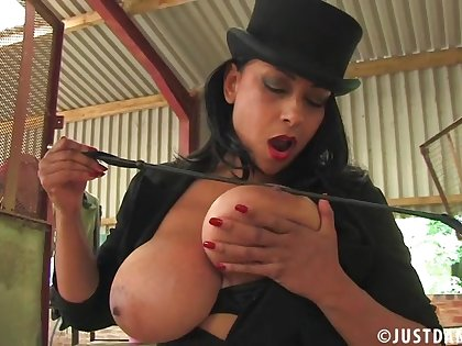 Outdoors video be fitting of provocative slut Danica Collins playing with her cunt