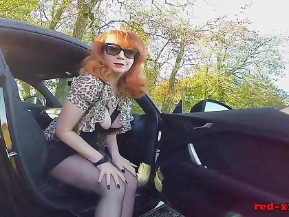 British mature Red fingers her cunt in be transferred to car again