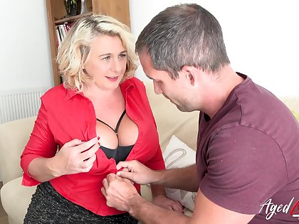 Leader peaches british mature with huge natural tits enjoying hard rough sex with handy trestle