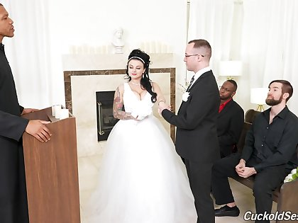Groom watches his BBW cully banged by others vulnerable the wedding day