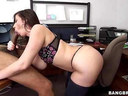 Guy's huge dong makes hot mature lose her mind