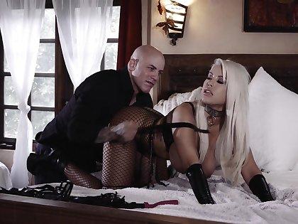 Bald dude fucks hot Latina cougar in rough modes