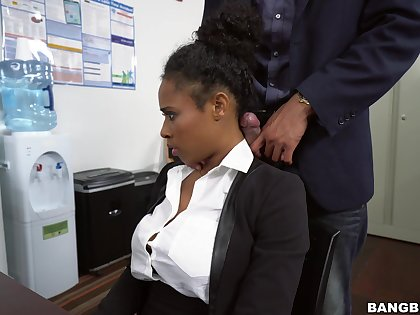 Ebony pleases boss with praisefully more than simple oral
