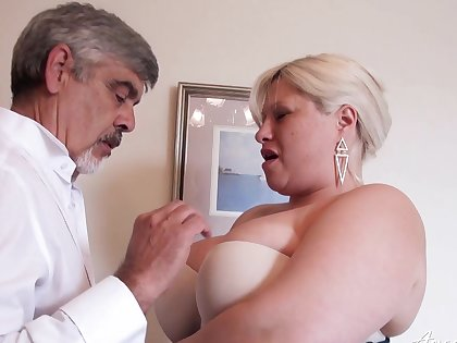 Cur� fucks busty mature lady in home XXX